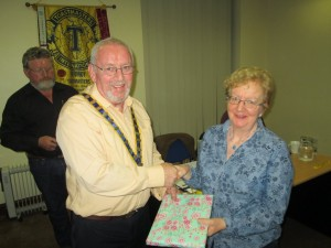 John Sherlock  honours  Marie Lyons as Runner-Up in the Table Topics Contest (Ocotber 2015).