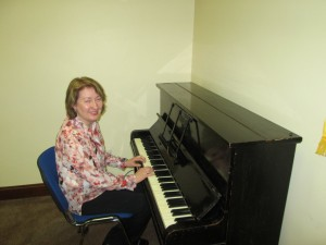 Mary Whelan plays the piano during her presentation at the Club Meeting of March 8th 2016.