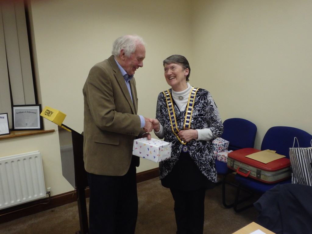 Club President Eilish Ui Bhriain congratulates John Quirke on winning the Runner-Up Prize in the Evaluations Contest.